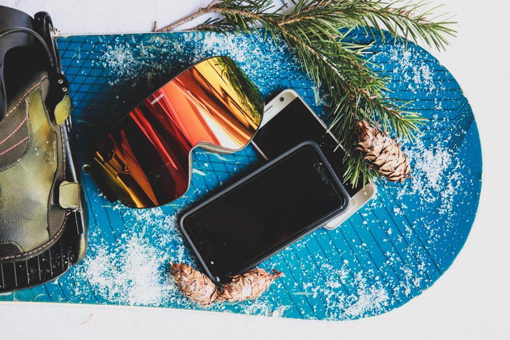 Snowboard et téléphone portable
